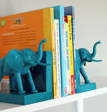 Plastic_Elephant_Book_Ends_6