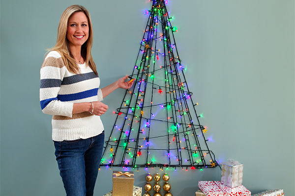 16 last minute christmas decor ideas a little craft in - Diy christmas tree on wall ...