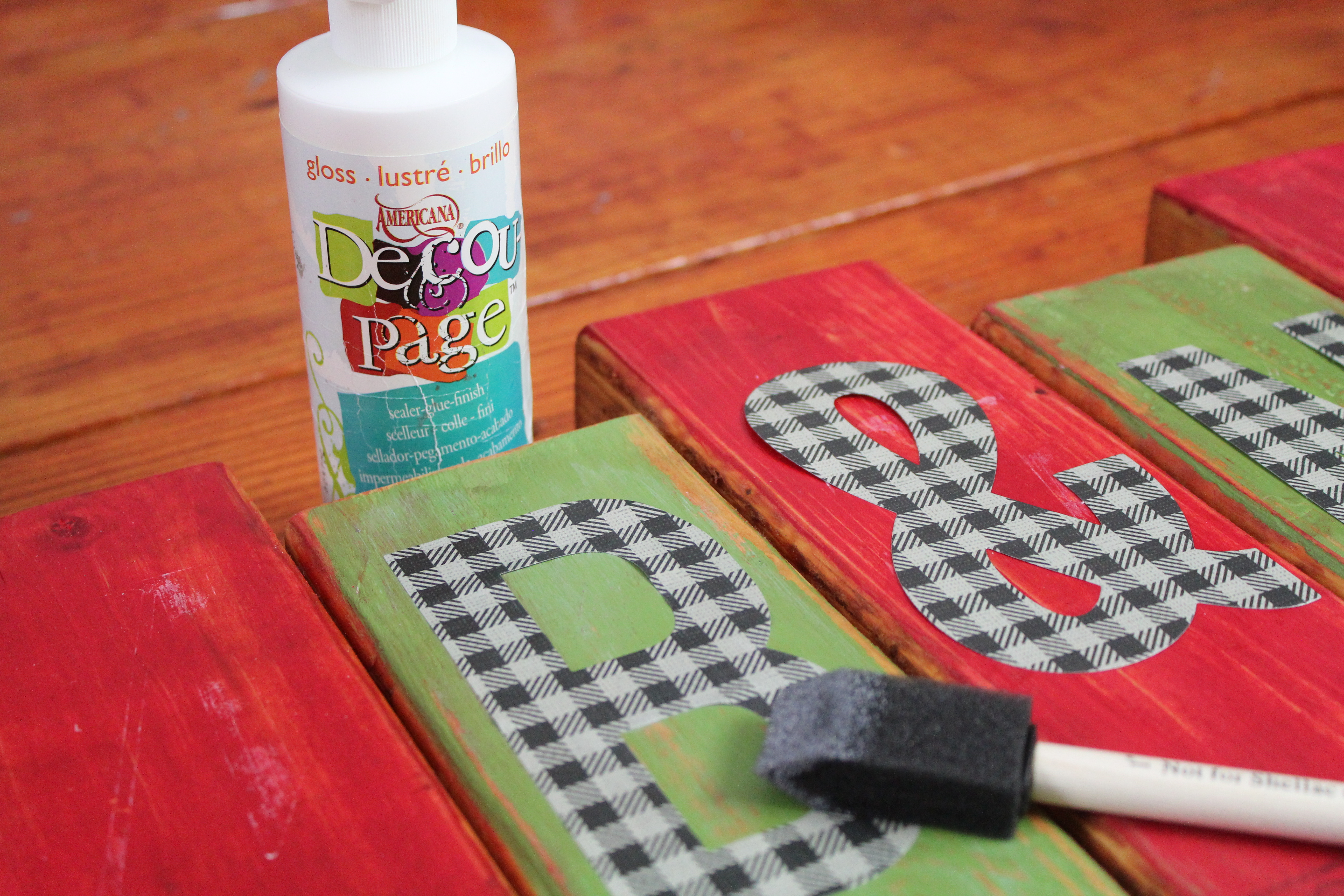 Distressed monogram holiday sign a little craft in your daya little