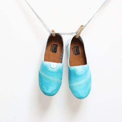 DIY Dip-Dyed Ombre Shoes thumbnail
