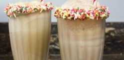 Root_Beer_Floats_with_Sprinkle_Dipped_Cups