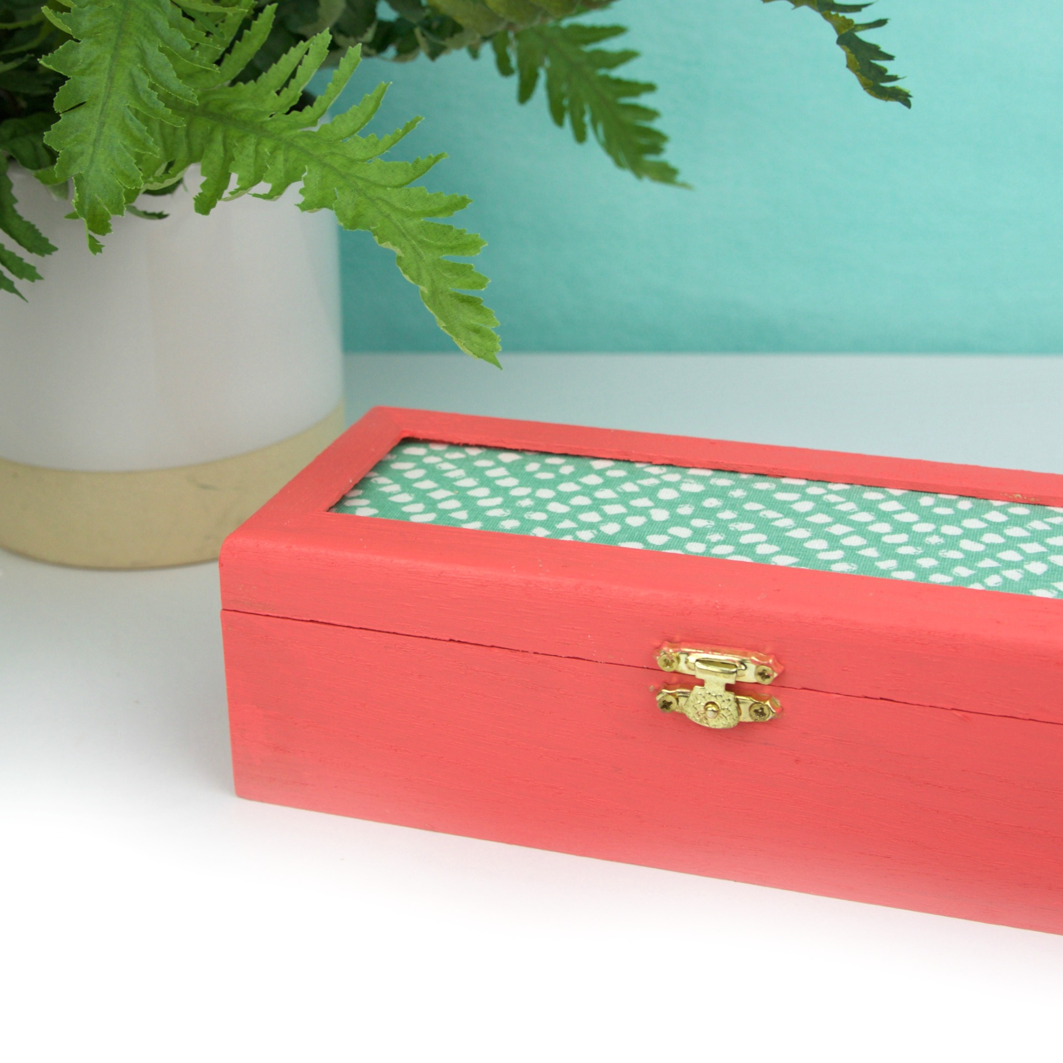 Diy fabric jewelry box a little craft in your day for Fabric covered boxes craft