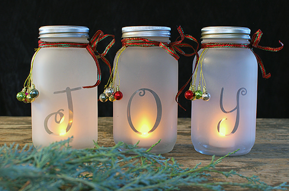 i love mason jar crafts and this is a great one to try if youre just beginning to craft or if youve done it for years - Mason Jar Crafts