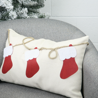 DIY Felt Holiday Pillows thumbnail