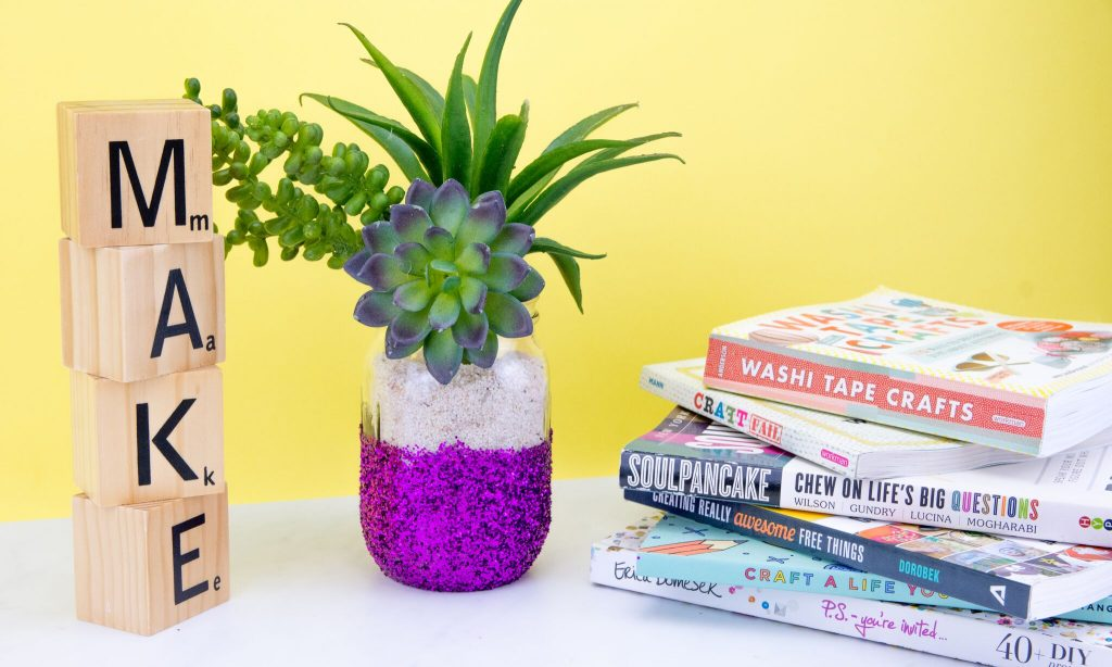 Fun and Simple DIY Glitter Vase
