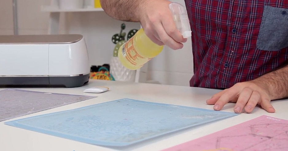 How To Clean And Re-Stick Your Cricut Cutting Mats