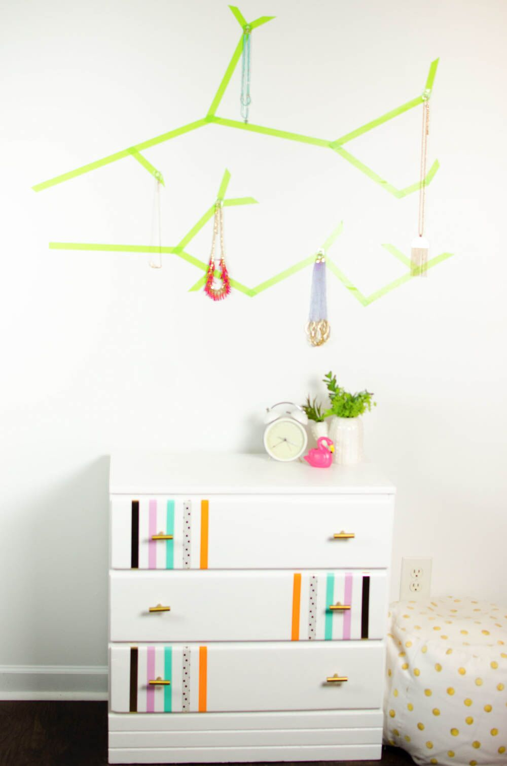 3 Ways to Use Duck Tape in Your Dorm Decor