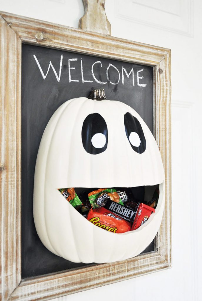 DIY Halloween Candy Door Hanger + Recipe
