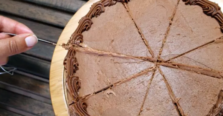 Cut The Perfect Cake Slices With Dental Floss