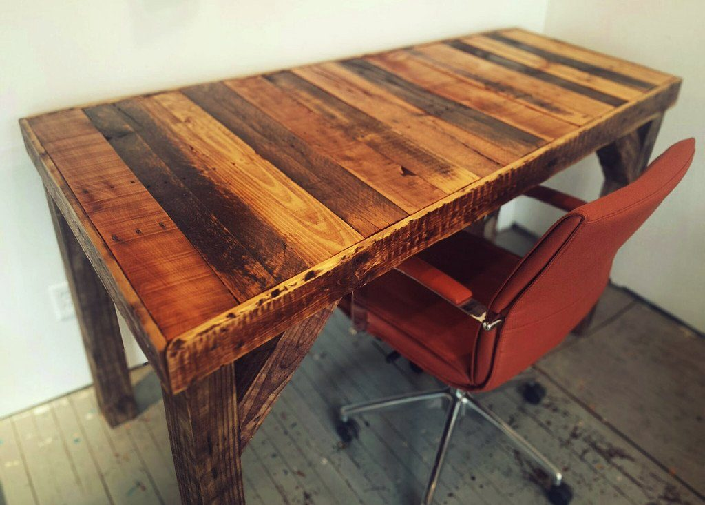 How To Make A Pallet Desk